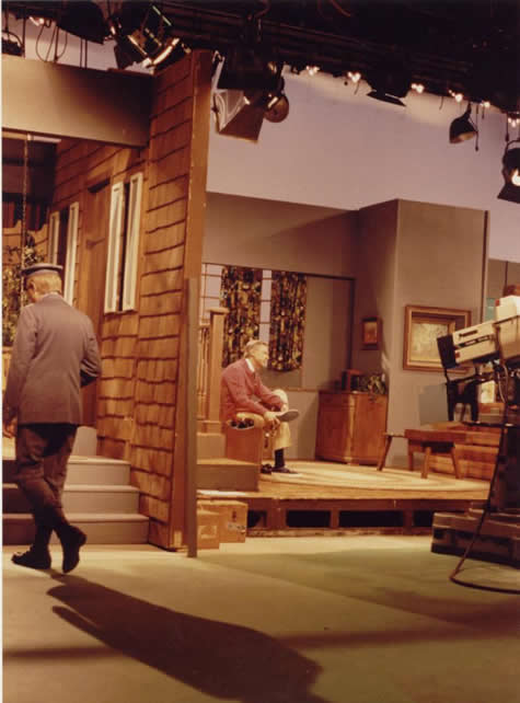 Visiting The Neighborhood Set The Mister Rogers Neighborhood Archive